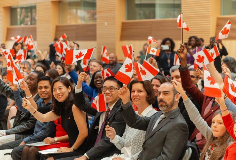 Dân số Canada tăng trưởng chậm vì người nhập cư giảm năm 2020