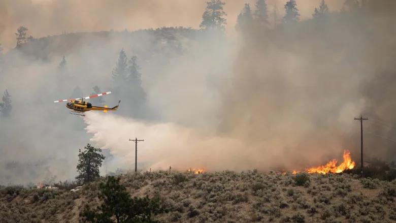 Trực thăng cùng các bộ phận hỗ trợ tham gia chiến đấu chống cháy rừng ở BC