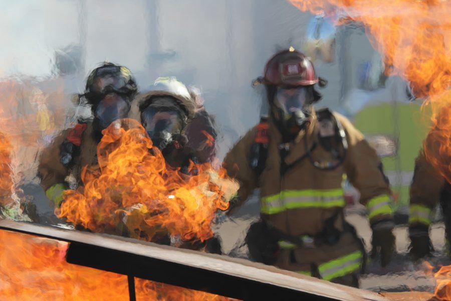 Lính cứu hỏa không thể làm tròn trách nhiệm trong đám cháy rừng ở BC khi có người dân không sơ tán cản trở