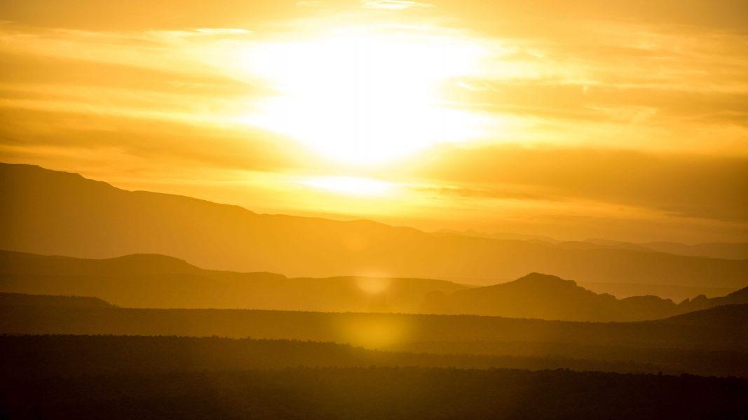 tác động của biến đổi khí hậu, chẳng hạn như sự ấm lên của bề mặt Trái đất, có thể được đảo ngược bằng cách loại bỏ khí carbon khỏi khí quyển