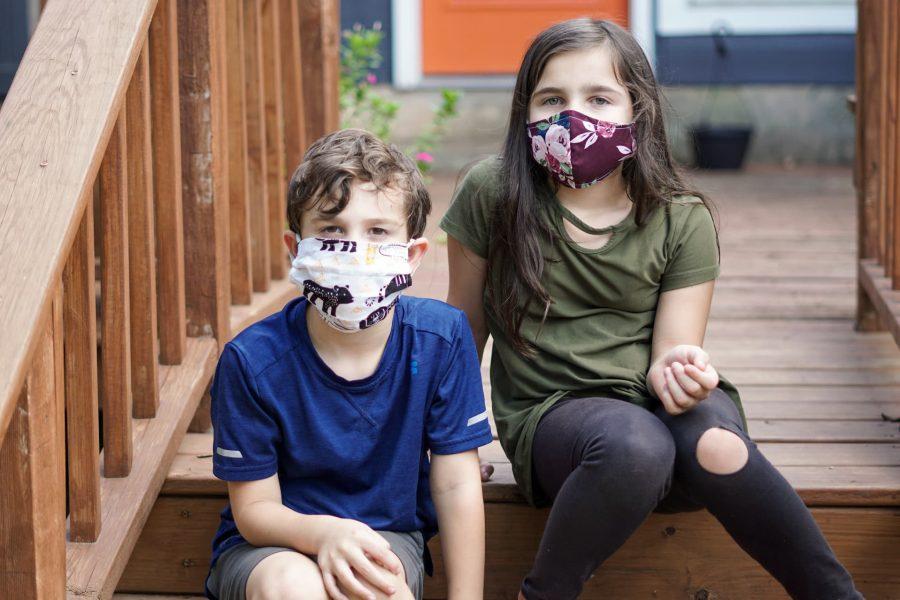 Trẻ em nhập cảnh Canada cần tránh mọi tiếp xúc với những người có triệu chứng bị bệnh