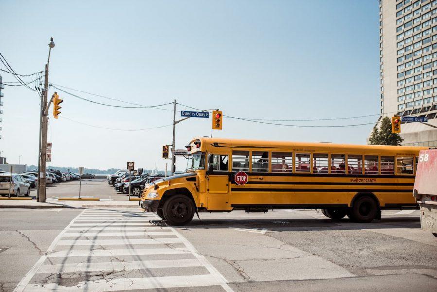 Học tập tại Canada - Xe bus đưa đón học sinh