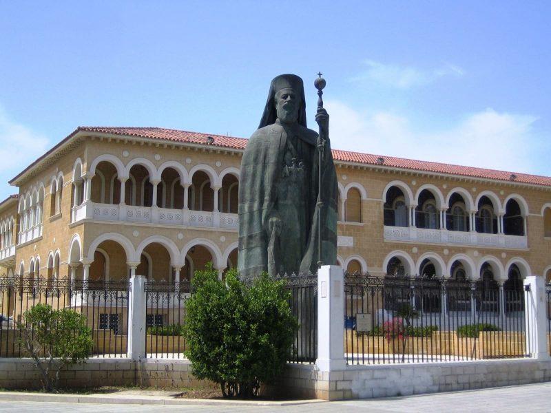 Tượng Makarios - tổng giám mục và linh trưởng của Nhà thờ Chính thống Síp