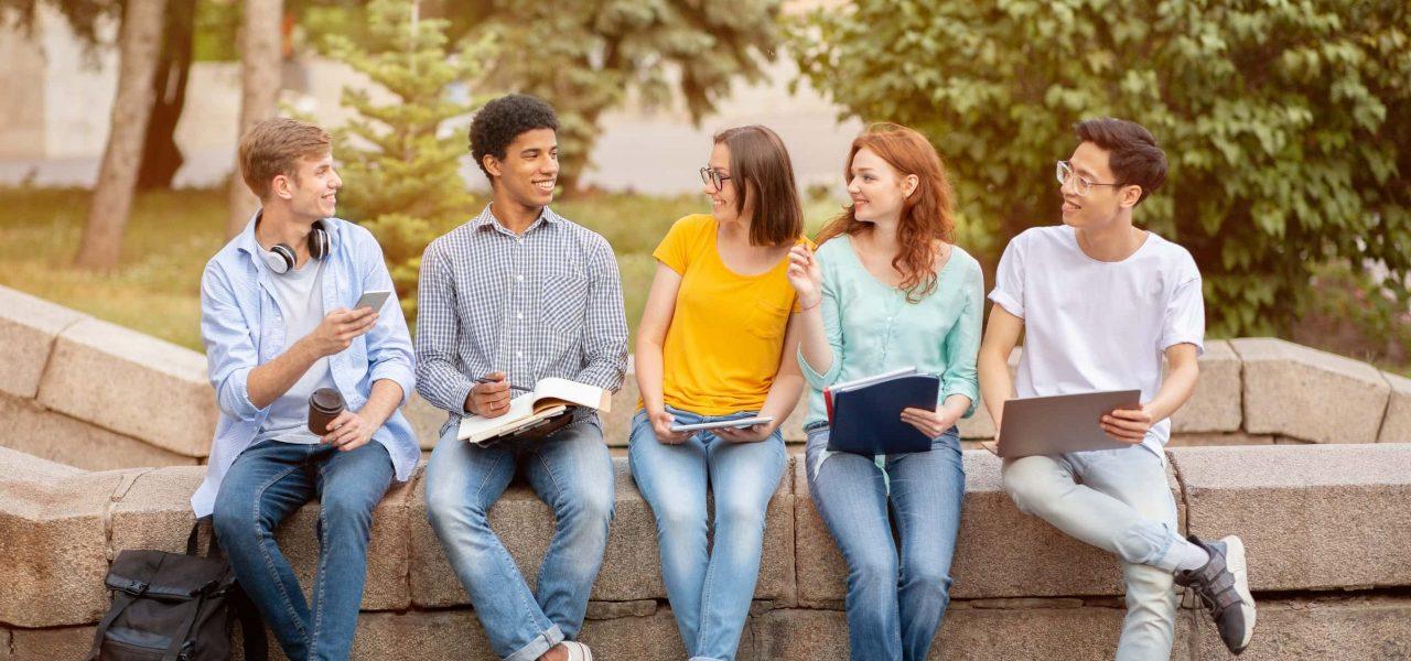Nhập học tại trường trung học ở Canada