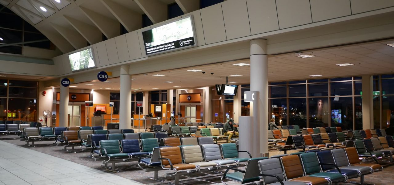Sân bay canada vắng người, lệnh cấm nhập cảnh vào Canada ở Ấn độ vẫn tiếp tục
